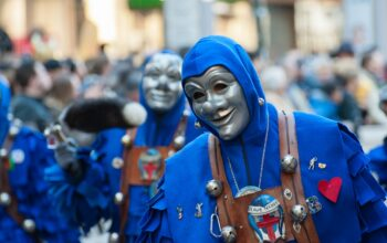 Køb karnevalskostumer billigt online